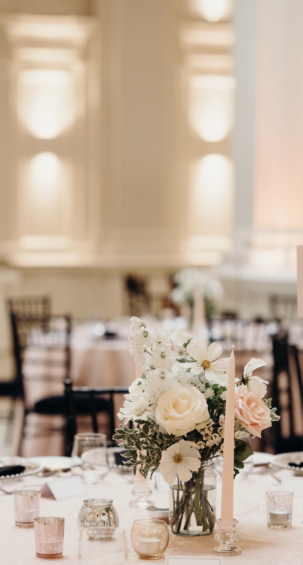 Delicate and romantic wedding flowers